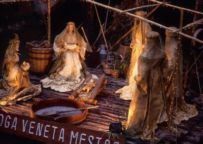 Presepe galleggiante presso piazza Ferretto; 2002