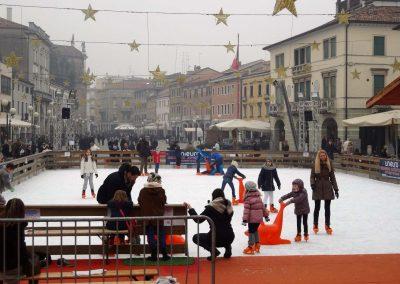 Piazza Ferretto, pista di ghiaccio invernale; 2014