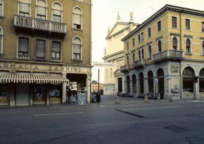 Via Poerio, ingresso in piazza Ferretto; 2002