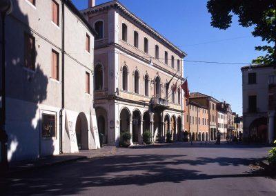Incrocio via Torre Belfredo, via Palazzo, via Garibaldi, via Caneve; Municipio; 2005