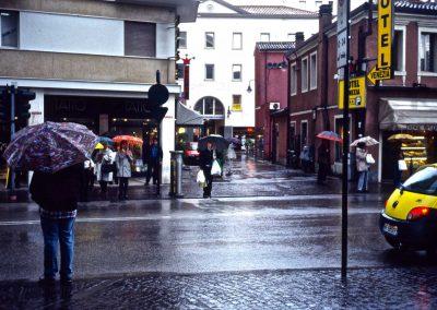 Piazzetta XXII Marzo verso galleria Teatro Vecchio; 2002